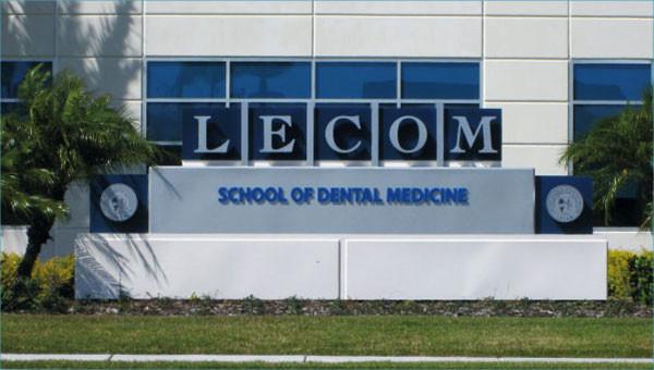 Lecom Monument